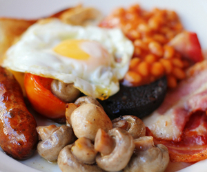 food, bacon, and baked beans image