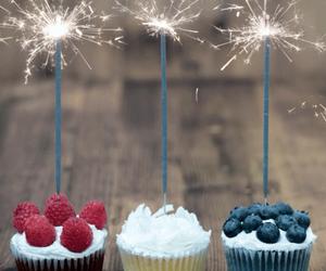 cupcake, gif, and cake image