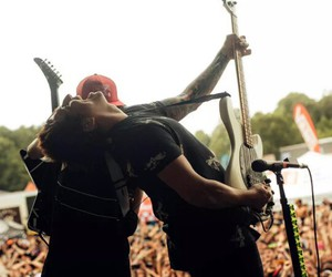 bands, guy, and pierce the veil image