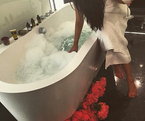 bath, luxury, and flowers image
