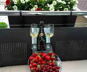 strawberry and drinks image