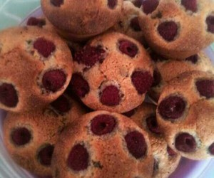 cupcakes, muffins, and framboises image