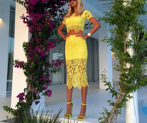 fashion, yellow, and beauty image