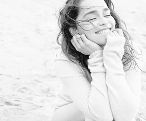 emilia clarke, beach, and game of thrones image