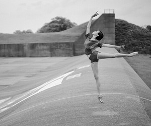 ballet, black and white, and ballerine image