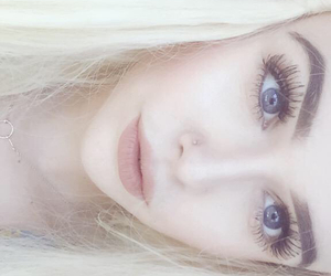 pale and acacia brinley image
