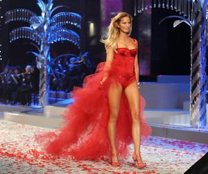 Victoria's Secret, Karolina Kurkova, and fashion image