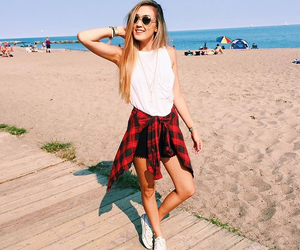 laurdiy, beach, and outfit image