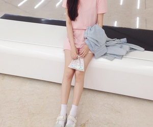 aesthetic, pale, and ulzzang image