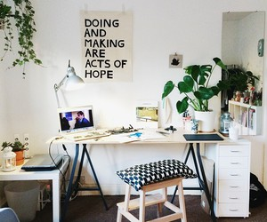 desk, girly, and studyblr image