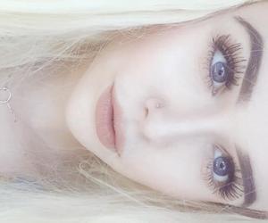 pale and acacia brinley image