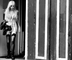 Taylor Momsen, black and white, and blonde image