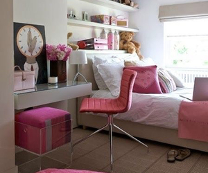 girl, room, and pink image