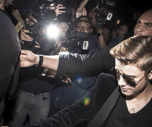 justin bieber, paparazzi, and bieber image