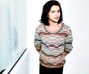 thomas mcdonell, finn collins, and the 100 image