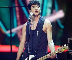 calum hood, 5 seconds of summer, and 5sos image