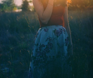 girl, vintage, and sun image