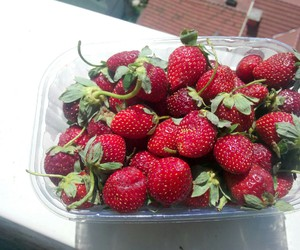strawberry and eat healty life healty image