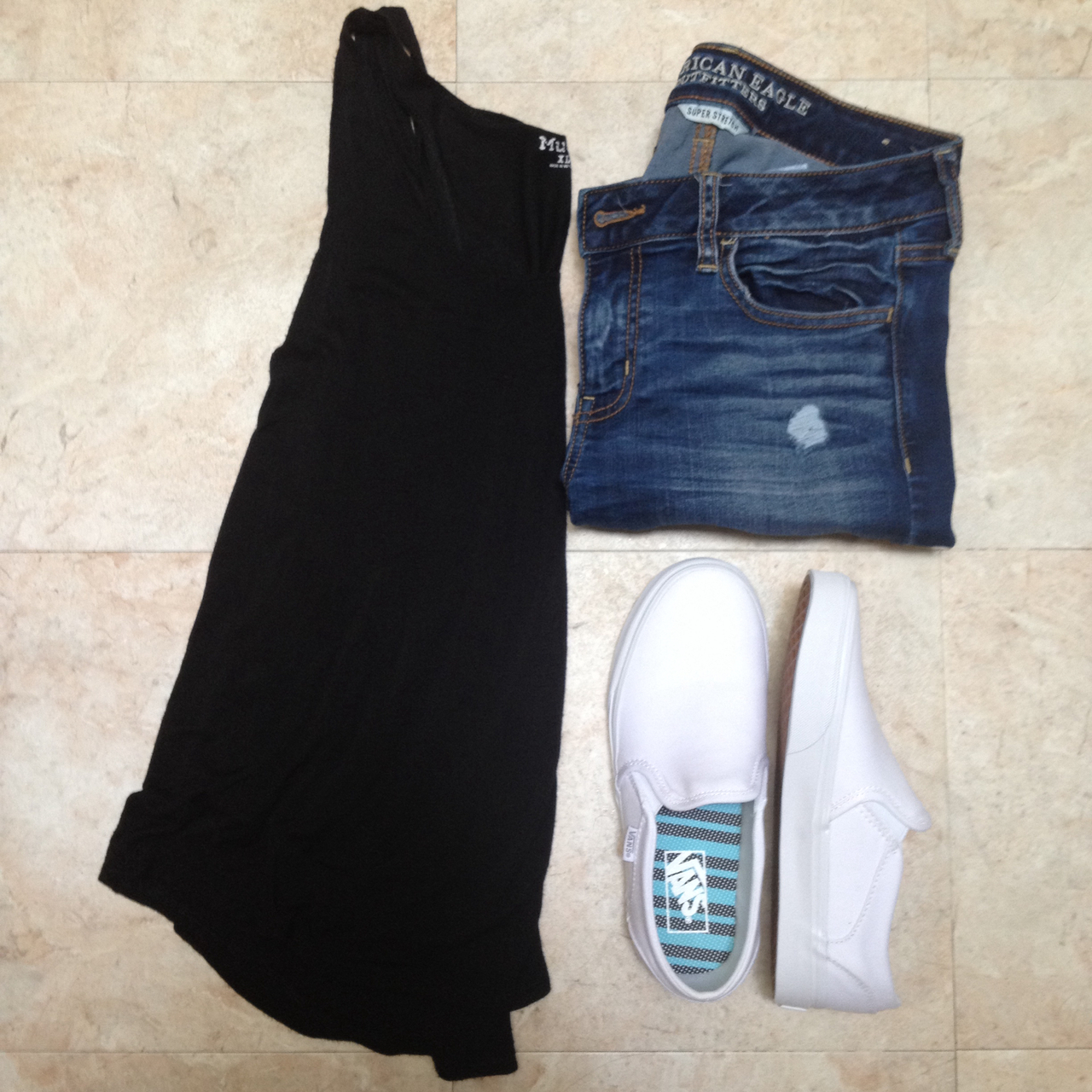 Outfit Black Tank Ripped Jeans And Slip On White Vans