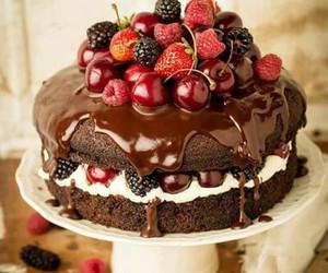 cake, frutos del bosque, and chantilly image