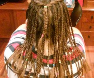 hairstyle, trenzas, and xD image