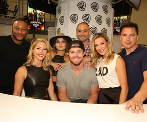 stephen amell, arrow, and willa holland image