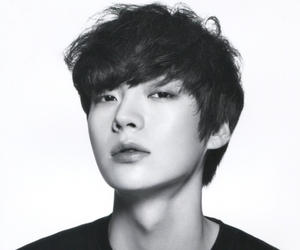 ahn jae hyun and model image