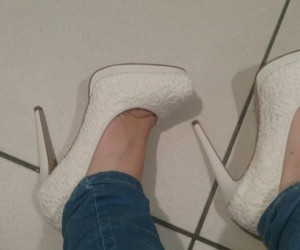 Blanc, foot, and hight heels image