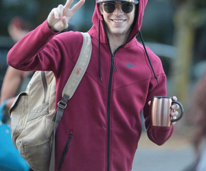 the flash, grant gustin, and guy image