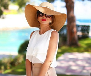 hat, luxury, and red lips image