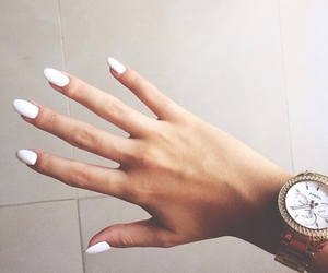 withe nails image