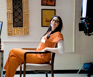 behind the scene, behind the scenes, and laura prepon image