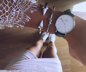 girl and watch image