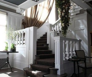 house and stairs image
