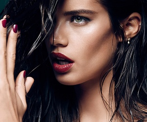 sara sampaio and model image