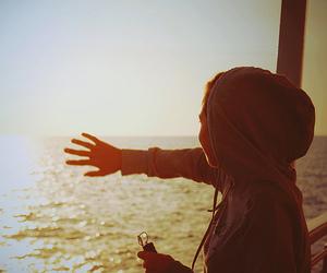 girl, sun, and sea image