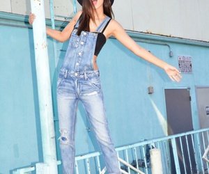 overall and victoria justice image