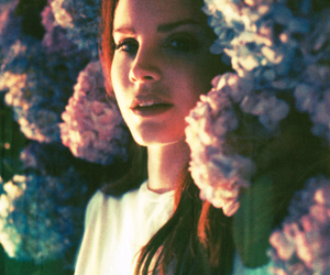 lana del rey, flowers, and Queen image