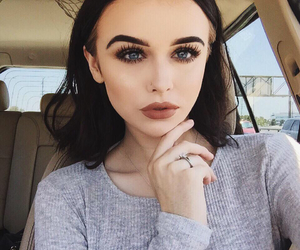 acacia brinley, makeup, and model image