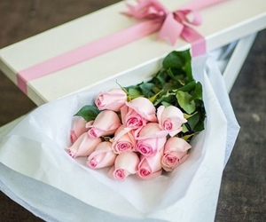 rose and bouquet image