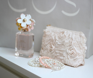 perfume, marc jacobs, and daisy image