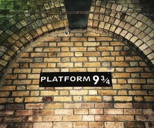 harry potter, hogwarts, and platform 9 3 4 image