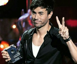 enrique iglesias, king, and male singer image