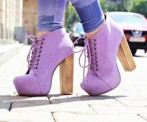 violeta;botas:altas image