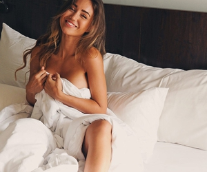 girl and pia muehlenbeck image