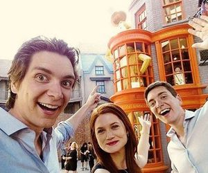 bonnie wright, oliver, and twins image