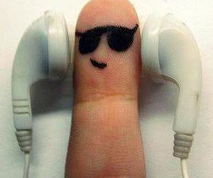 music and finger image