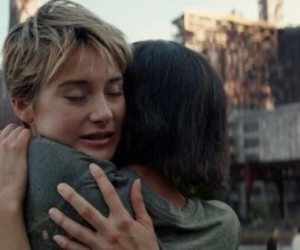 Shailene Woodley, zoe kravitz, and insurgent image