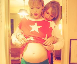 Taylor Swift, Jaime King, and pregnant image