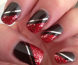 red and black nails image